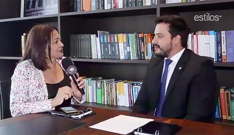 A jornalista Jacieny Dias entrevistou o advogado Gabriel Costa